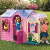 Can playhouses help your little ones develop?